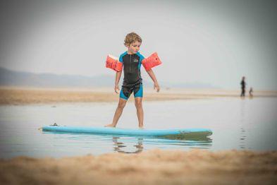 Pepe der kleine Surfer
