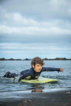 Endlich das Surfbrett vom Christkind testen